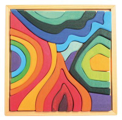 bunt lasiertes Lindenholz in leuchtenden Farben