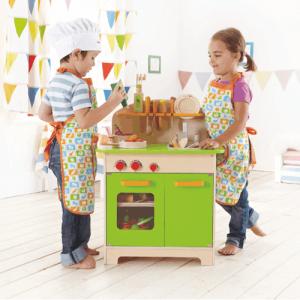 robuste, kompakte Kinderküche aus Holz
