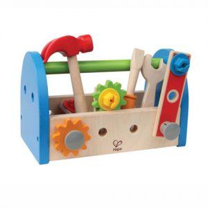 aus Holz mit Werkzeug und Bauelementen